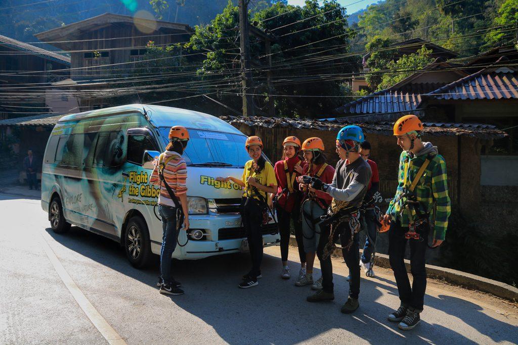 รถโดยสารสำหรับเดินทางไปยังไฟล์ท ออฟ เดอะ กิบบอน
